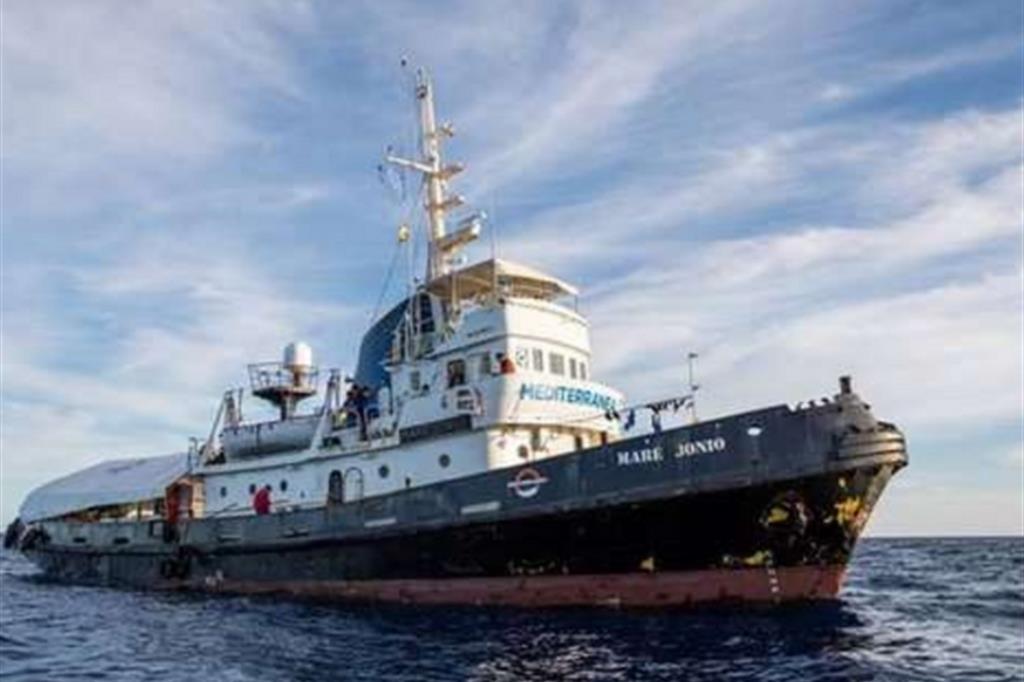 Migranti, nave Mare Jonio a 30 miglia dalle coste libiche