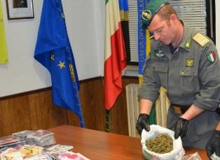 Catania, finisce in manette un corriere che viaggiava con 5 chili di marijuana