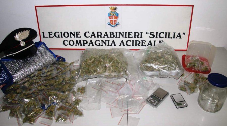 Spacciava marijuana all'interno della scuola, denunciato ad Acireale