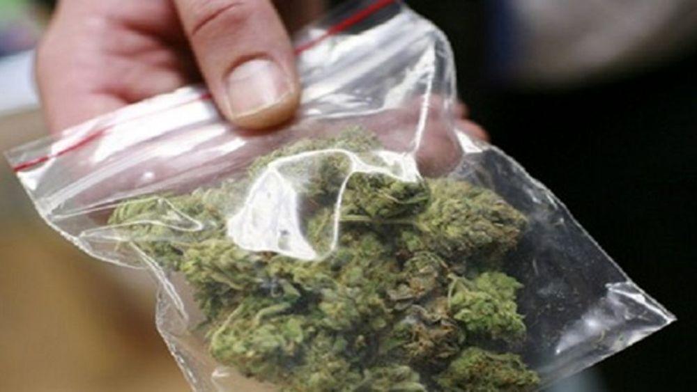 Acireale, scoperta marijuana in casa di una casalinga - vedova