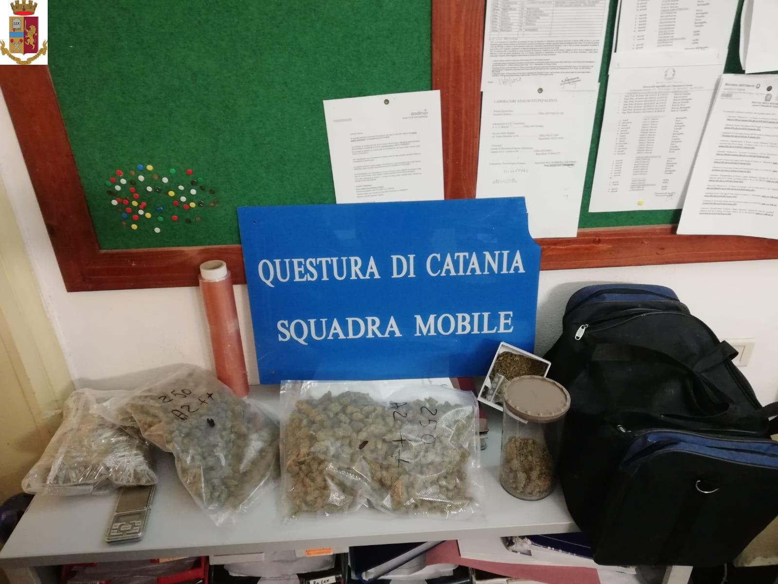 In lavatrice aveva nascosto un chilo di marijuana: arrestato a Catania