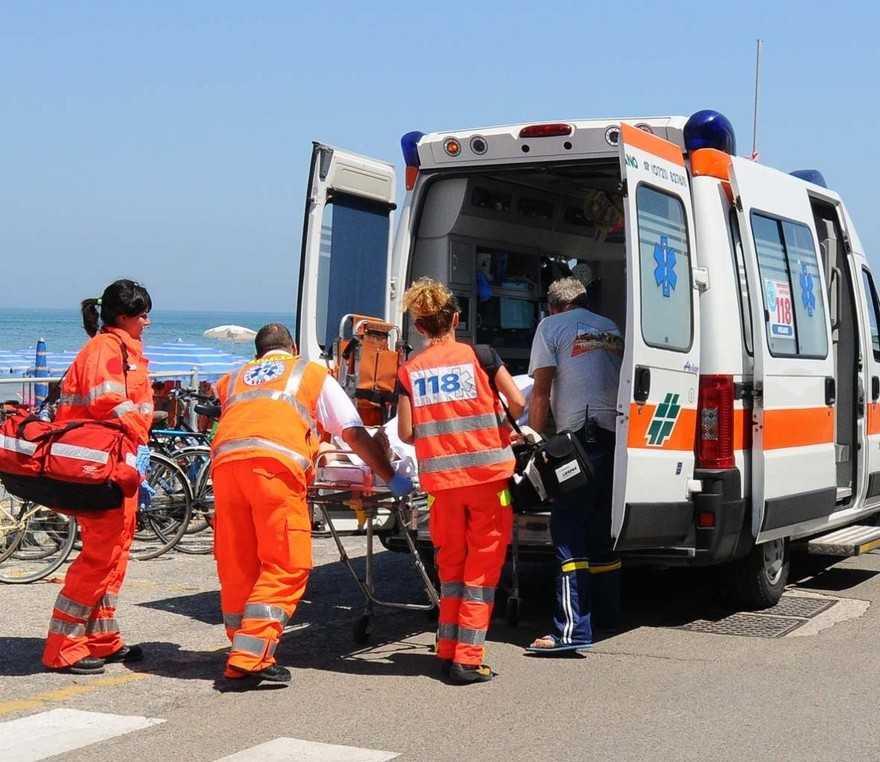 Marina di Ragusa, donna in ospedale colpita da una pallonata
