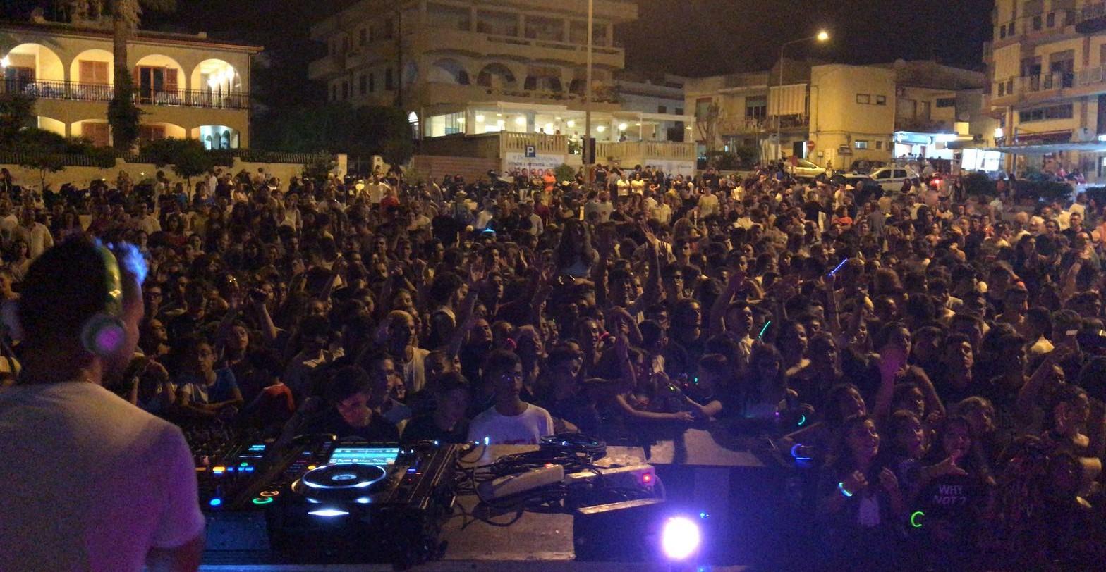 """Marina di Modica, numeri record per il """"Summer Fest"""" balneare"""