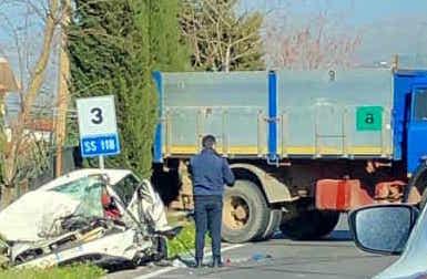 Scontro fra un'auto e un camion: un morto nel Palermitano