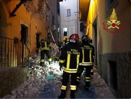 Esplosione in una palazzina a Marino vicino Roma, 3 feriti: c'è pure una bambina