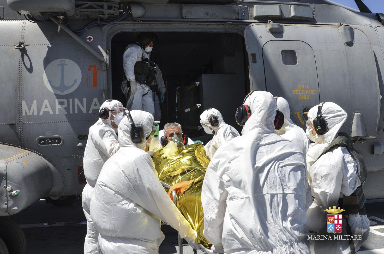 Trasferito al presidio medico di Lampedusa il marittimo tunisino soccorso da Nave Scirocco