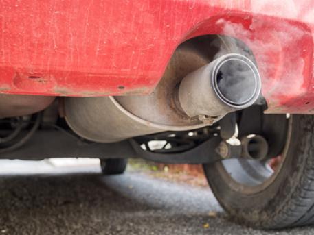 Ambiente, in Calabria il parco auto più inquinante d'Italia