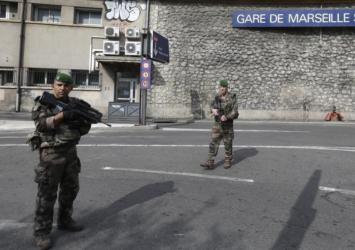 Marsiglia, accoltella i passanti: due morti. L'aggressore ucciso dalla polizia