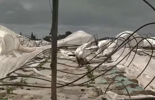 Maltempo, crolla un muro: interrotta la strada per Marzamemi