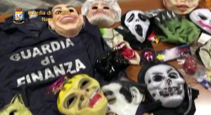 Maxi sequestro in Campania di maschere e vestiti di carnevale