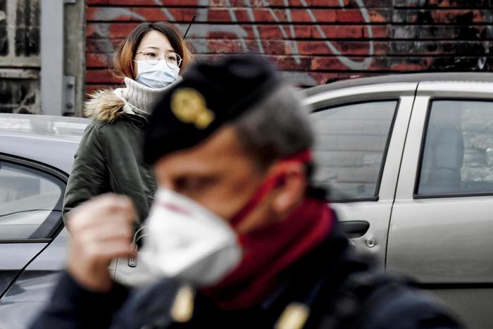"""L'assessore Razza: """"Azienda siciliana avvia la produzione di mascherine"""""""