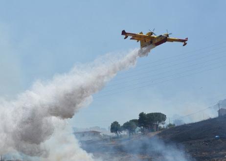 Incendio nel Palermitano, evacuato un campo scout