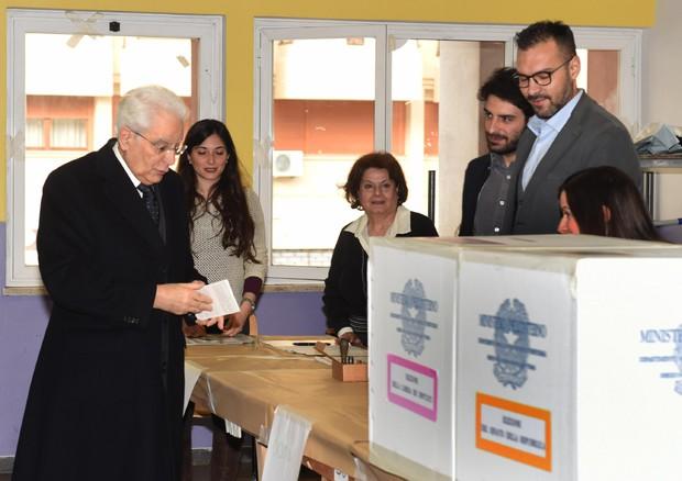 Elezioni Politiche, si vota fino alle 23: aperti in ritardo  alcuni seggi a Palermo