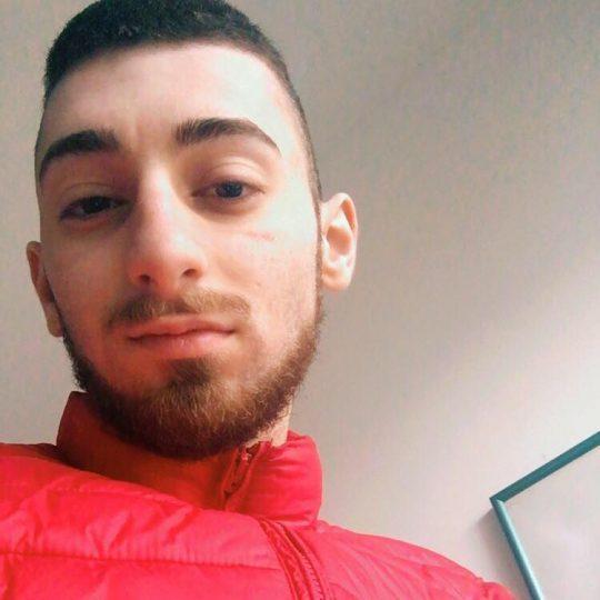 Si ribalta un'auto a Brindisi, perde la vita un ventenne: anche due feriti