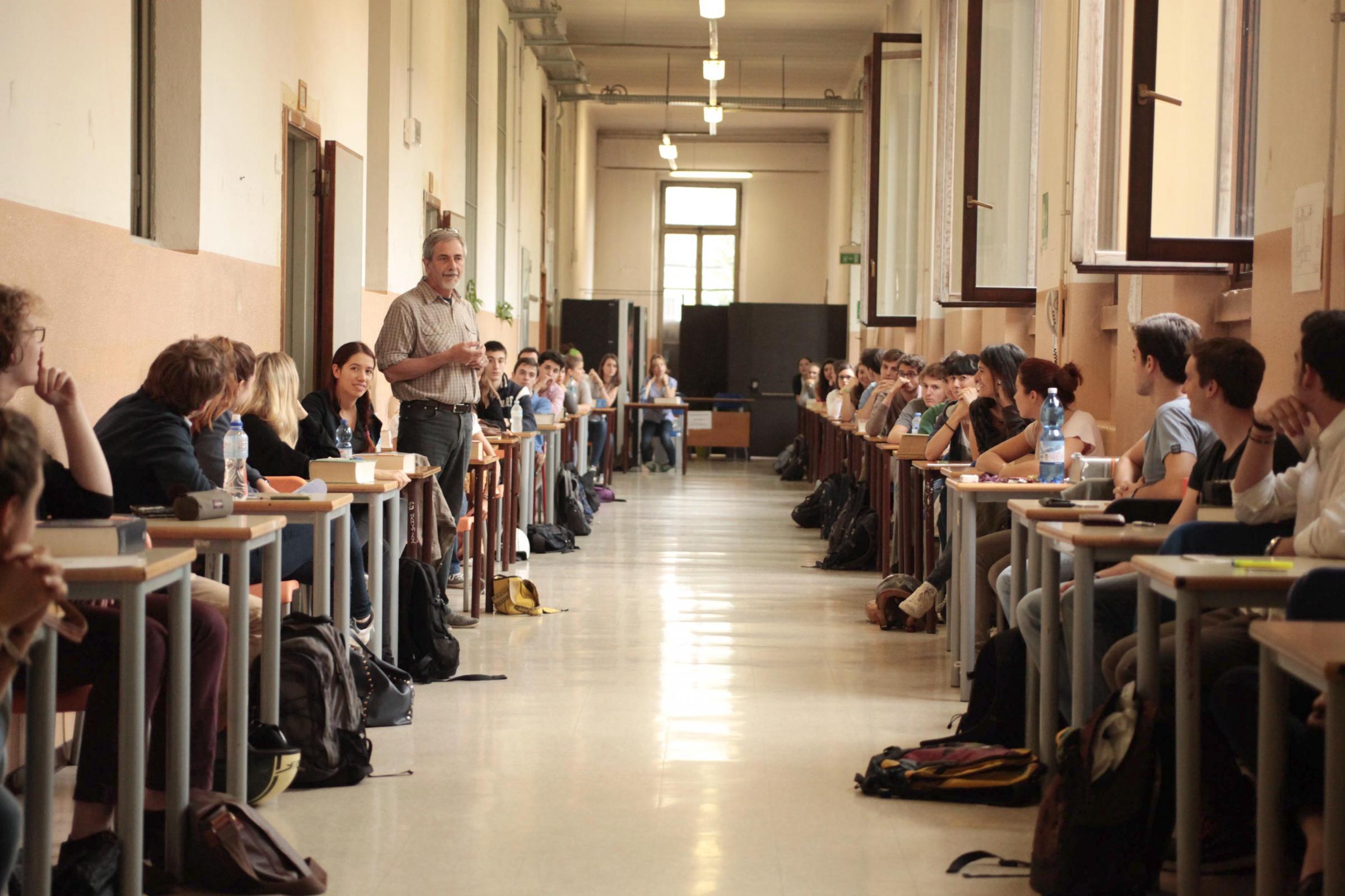 Maturità, al via la prima prova: Umberto Eco tra le tracce