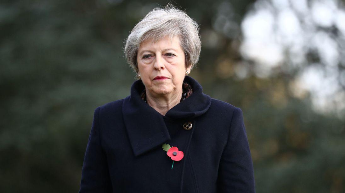 Raggiunto un accordo per la Brexit, May convoca governo