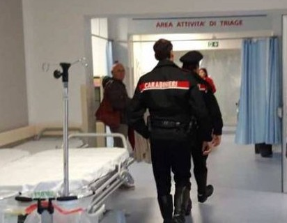 Aggredisce passante e danneggia reparti ospedale di Mazzarino