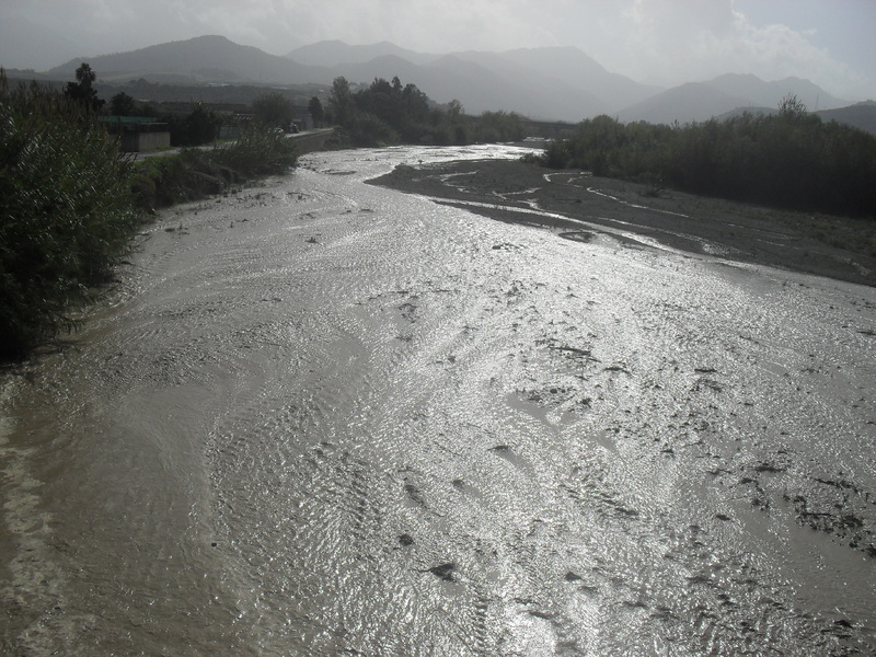 Intrappolata in auto nel torrente Mazzarrà, donna salvata nel Messinese