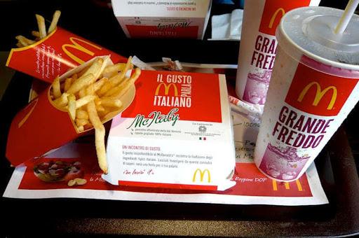 McDonald's dona ai banchi alimentari di Catania e Messina 1,2 tonnellate di prodotti freschi