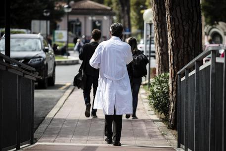 Muore dopo un'operazione, medico licenziato all'ospedale di Caserta