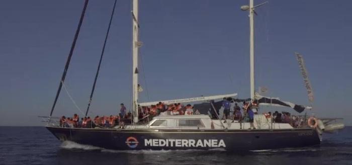 Alex Mediterranea a poche miglia da Lampedusa, Malta apre il suo porto