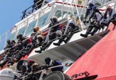 Salpa da Augusta per una missione migranti nel Mediterraneo