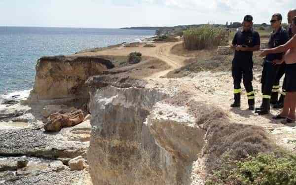 Turista precipita dallo scogliera mentre era in bici: morto nel Salento