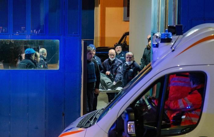 Chiusa poco prima di mezzanotte la rivolta nel carcere di Melfi: liberati gli ostaggi