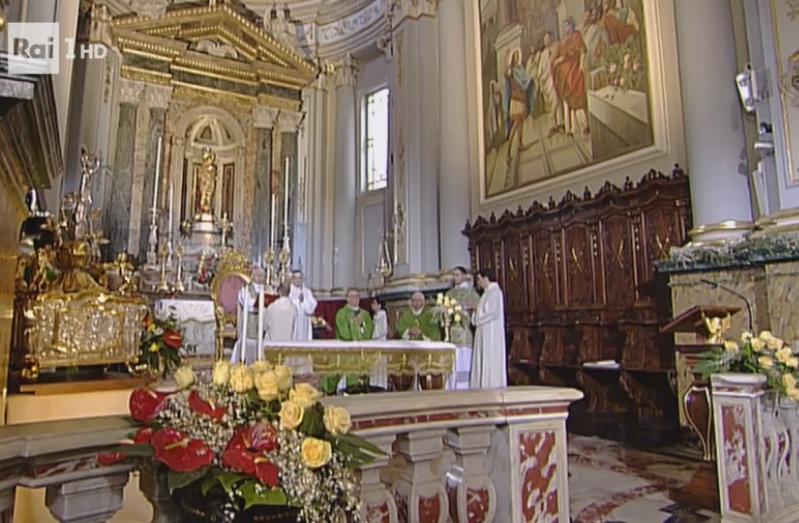 Un bagno di fedeli a Melilli per la messa domenicale in diretta su Raiuno