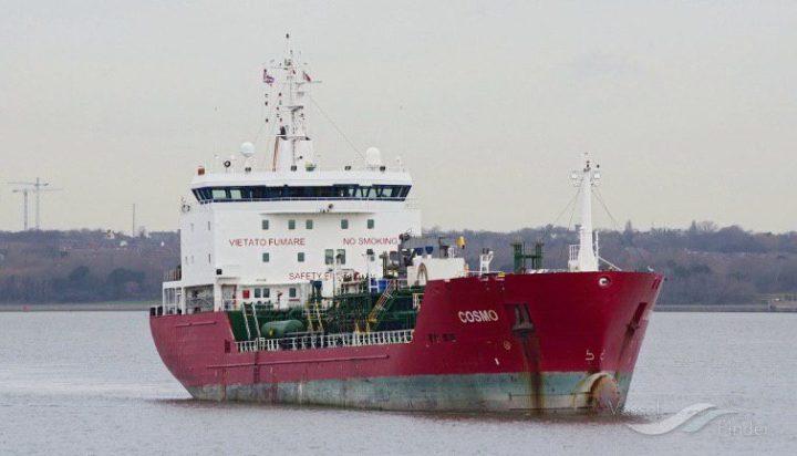 """Immigrazione, la nave """"Cosmo"""" al porto di Augusta per la quarantena"""