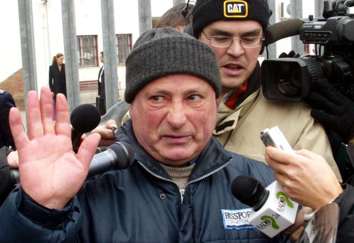 Condanna definitiva a 30 anni per la 'primula rossa' del banditismo sardo: Mesina taglia la corda
