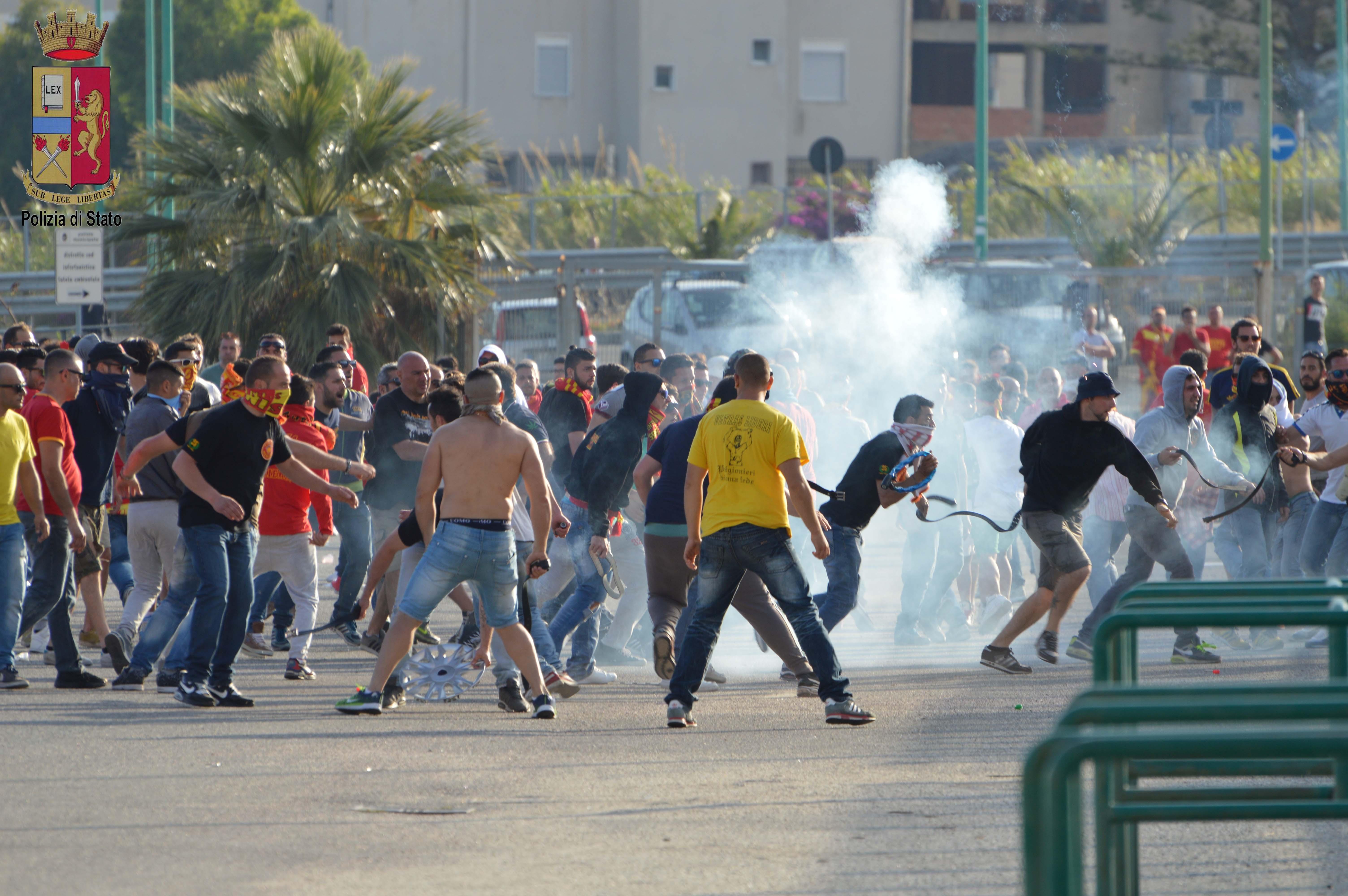 Gli scontri nel dopo Messina - Reggina, 10 ultrà condannati