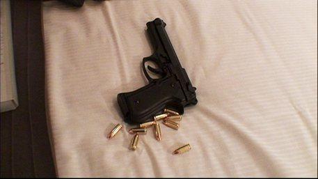 Messina, diciottenne con pistola pronta a sparare: arrestato