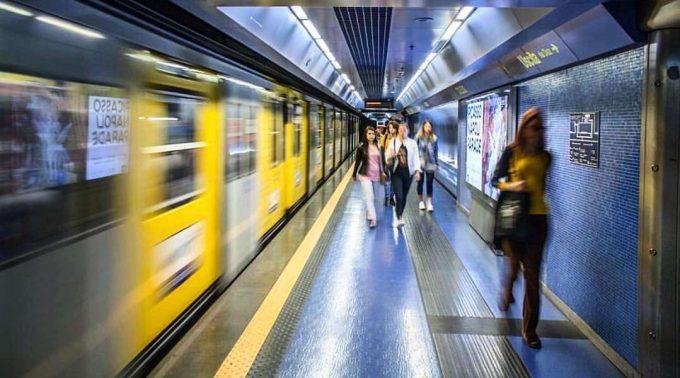 Napoli, tabaccaio aggredito da un nigeriano sul Metrò: arrestato