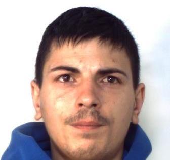 Un chilo di droga nascosto nel salotto di casa, arrestato a Catania