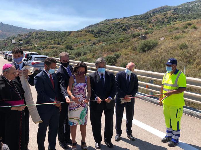 La ministra De Micheli inaugura il viadotto Himera sulla Palermo - Catania