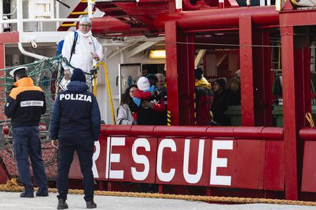Soccorsi e salvati altri 59 migranti: sulla Ocean Viking sono 151