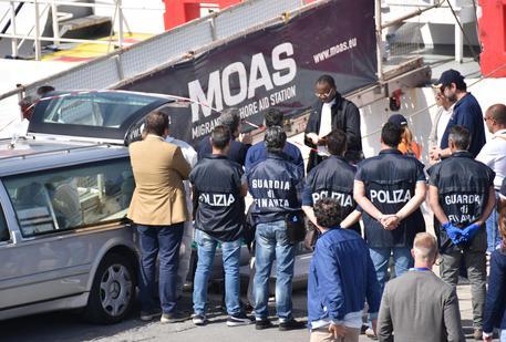 Catania,  Moas collabora: presi due trafficanti di essere umani