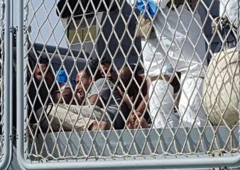 Tra i 576 migranti arrivati ad Augusta si nascondevano due scafisti