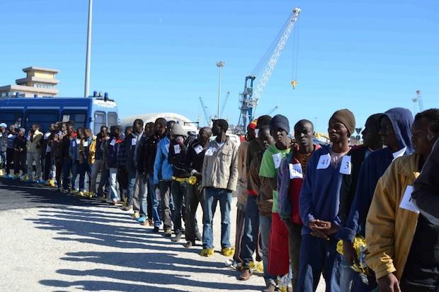 Augusta, il porto è  solo approdo di migranti: altro sbarco stamane di 500 africani