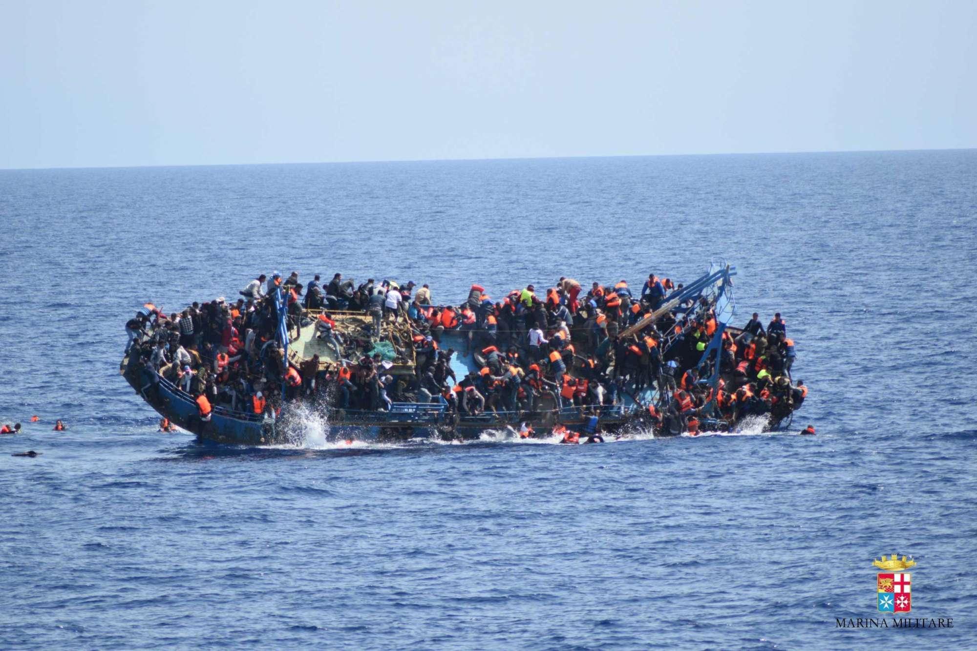 Migranti, mille tratti in salvo nel Canale di Sicilia