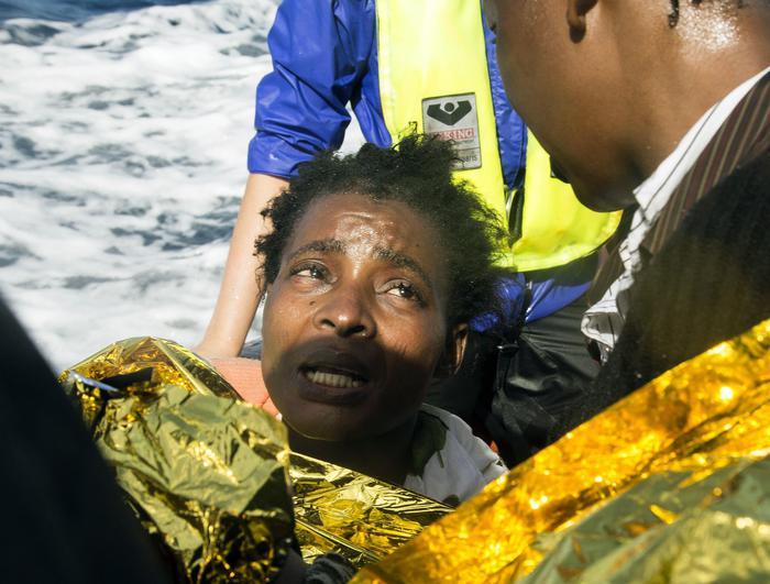 """E' arrivata al porto di Catania nave """"Diciotti"""" con 86 migranti sopravvissuti"""