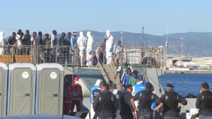 Nave portoghese sbarca a Messina 139 migranti: 403 a Catania