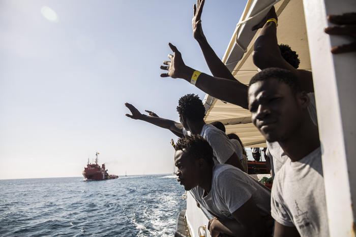 Sbarcati a Messina 106 migranti: erano a bordo di una  nave irlandese