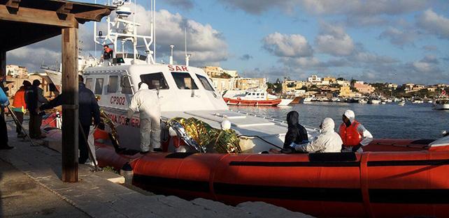 Cinque migranti arrivati a Lampedusa con un gommone