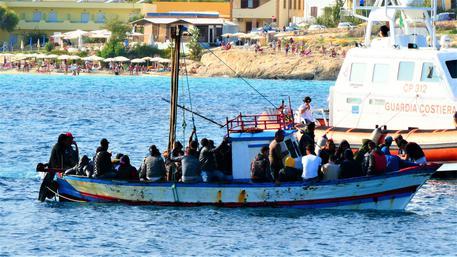 Lampedusa, 6 sbarchi in quasi 8 ore: arrivati 115 migranti
