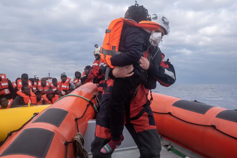 Migranti, Sea Watch 3 salva 102 persone tra Sicilia e Libia