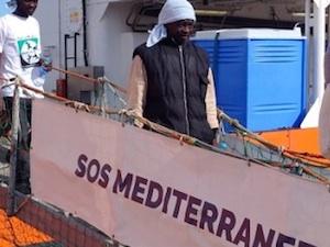 Primo soccorso della nave Acquarius, porta in salvo 74 migranti a Lampedusa