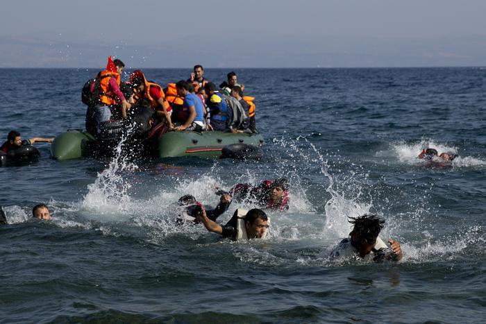 Naufragio nel Canale di Sicilia, almeno 100 persone disperse