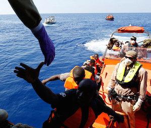 Canale di Sicilia, tratti in salvo 287 migranti: anche 8 bambini